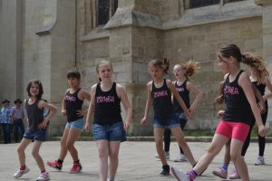Zumba gymnastique club andr sy for Zumba exterieur laprairie